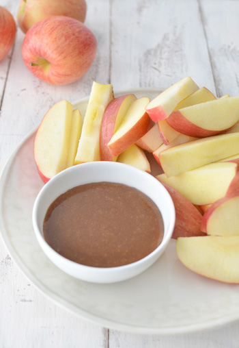 Caramel-Sauce-with-Fresh-Fruit