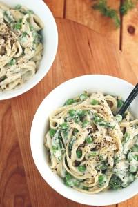 vegan-garlic-alfredo-with-peas-asparagus5