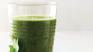 parsley-kale-and-berry-smoothie