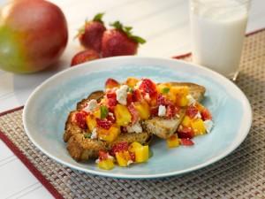 strawberry-mango-toast_500